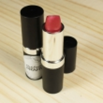 Tube noir pour rouge à lèvres