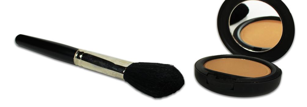 Fond de teint minéral poudre pressée et pinceau à poudre